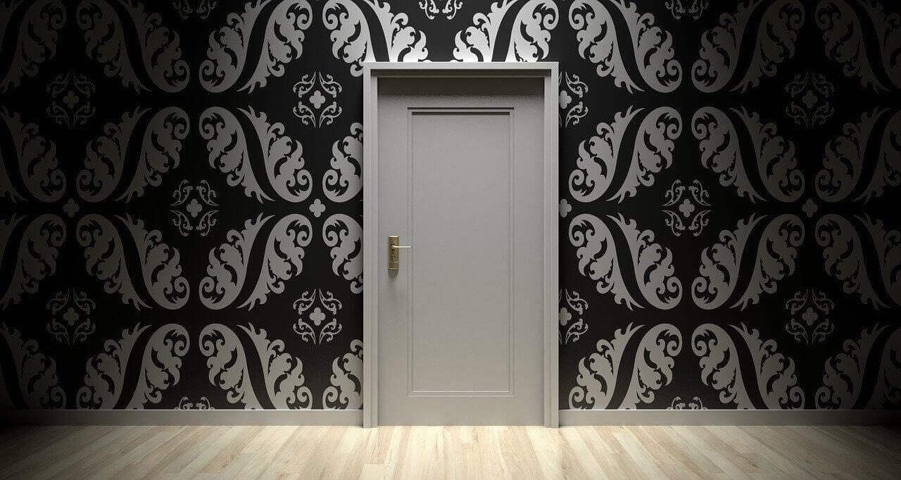 мръсно бяла интериорна врата