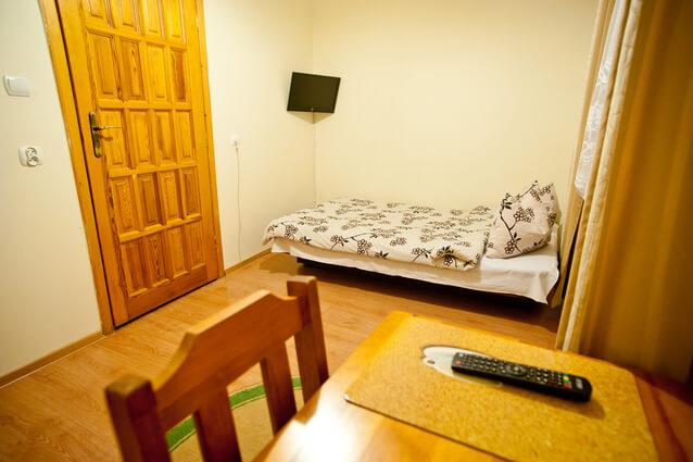 cheap guest rooms 1201624 638x424