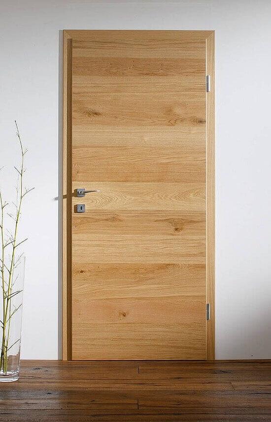 Интериорна врата с дизайн наподобяващ дърво
