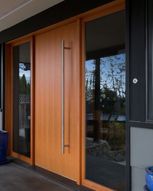 Блиндирана врата за входа на дома